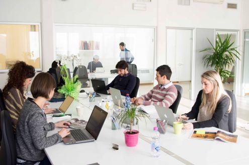 Arredamento Ufficio Operativo : Arredo ufficio operativo per un'azienda giovane e dinamica linekit