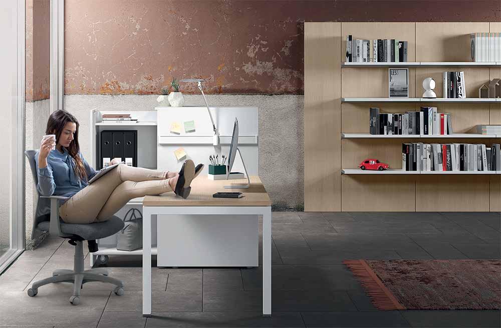 Scrivanie ufficio con armadi e cassettiere linekit for Scrivanie ufficio moderne