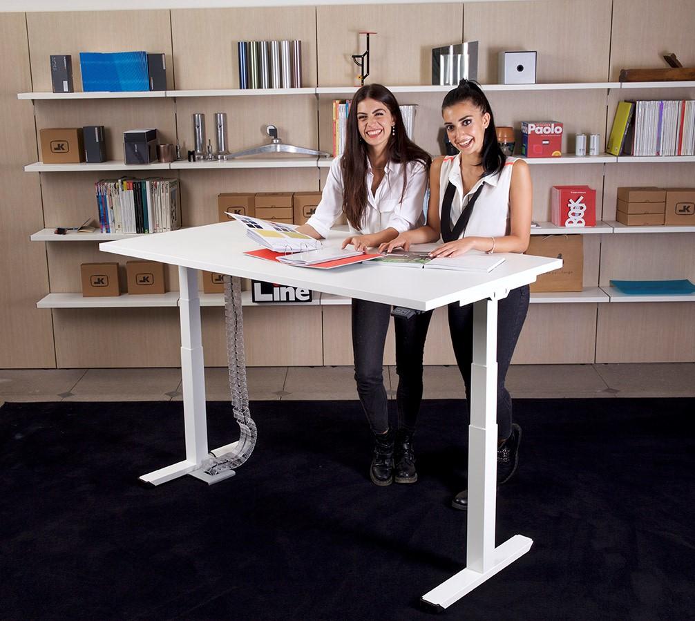 scrivania elettrica uso