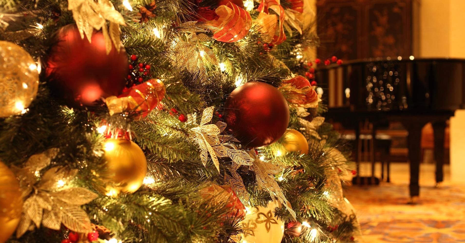 104587934-Christmas_Tree_Decorations.1910x1000