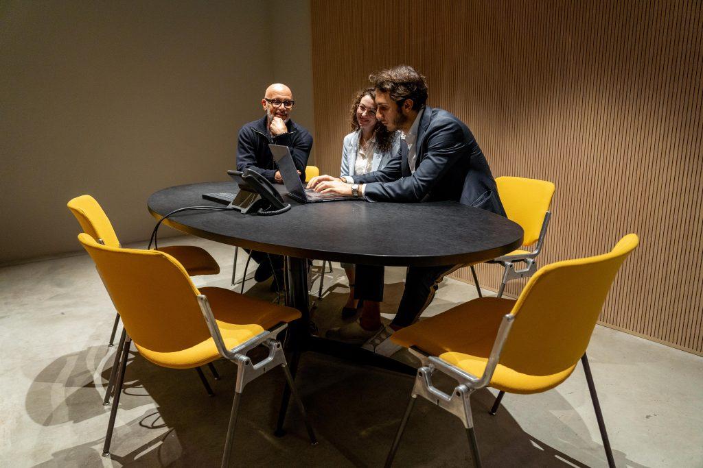 Cerchi Un Tavolo Da Riunione Per La Tua Azienda Ecco I Migliori Linekit